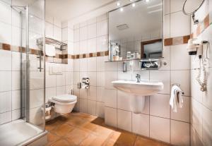 A bathroom at Parkhotel Bielefeld
