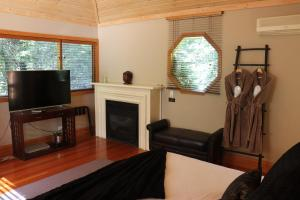 A television and/or entertainment center at Linden Gardens Rainforest Retreat