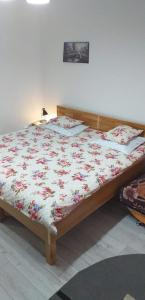 A bed or beds in a room at APARTAMENT MARIA