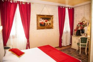 A bed or beds in a room at Residenza La Campana
