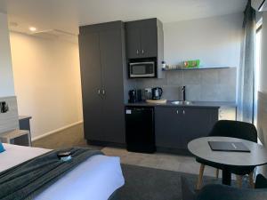 A kitchen or kitchenette at Jervis Bay Motel