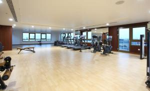 The fitness center and/or fitness facilities at Metropolitan Hotel Dubai