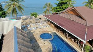 A view of the pool at Lanta New Coconut Bungalow or nearby