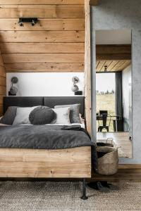 A bed or beds in a room at Sywarne Chalet