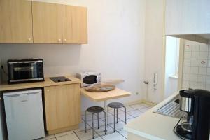 A kitchen or kitchenette at St-Malo Aristide Briand