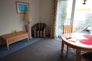 Ein Sitzbereich in der Unterkunft Apartment am Großen Plöner See