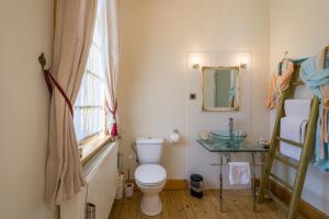 A bathroom at B&B Azee