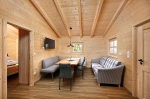 Een zitgedeelte bij Knaus Campingpark Lackenhäuser