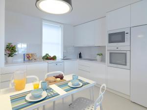 A kitchen or kitchenette at FLH - Porto Vista House