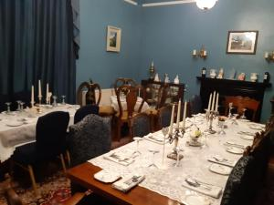 A restaurant or other place to eat at The Old Rectory Trim