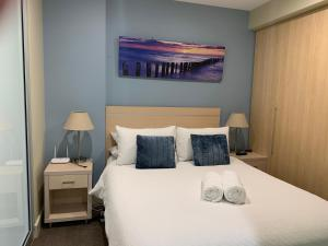 A bed or beds in a room at Luxury Beachside Accomodation