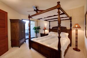 A bed or beds in a room at Mauna Lani Point