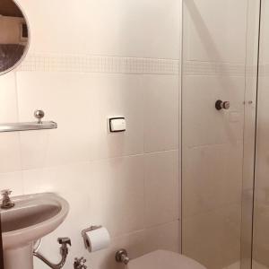 A bathroom at Pousada Bem Viver