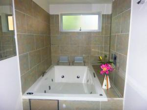 A bathroom at Hotel Boutique Laureles Medellin (HBL)