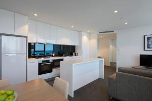 A kitchen or kitchenette at City Tempo - Power St