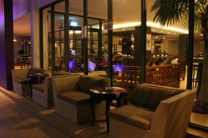 The lounge or bar area at OS Style Hotel