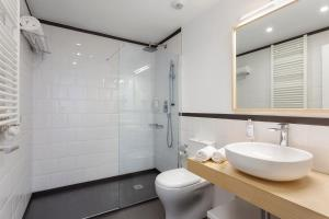 A bathroom at B&B Apartamentos Madrid Centro Fuencarral 46