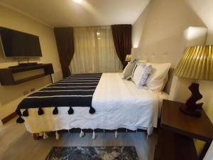Cama o camas de una habitación en Mojens Suites Santiago