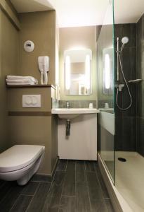 Salle de bains dans l'établissement Ibis Villefranche Sur Saone