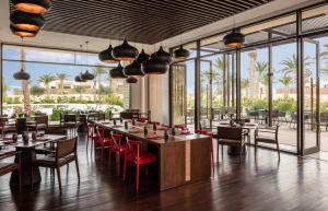 A restaurant or other place to eat at Anantara Sahara-Tozeur Resort & Villas