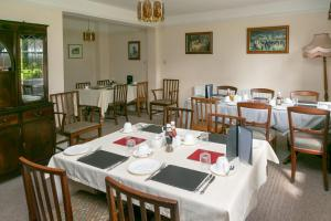 A restaurant or other place to eat at The Garden House B&B