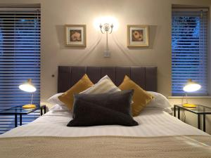 A bed or beds in a room at The Woodfield Arms