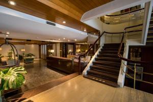 O saguão ou recepção de Hotel Solans Carlton