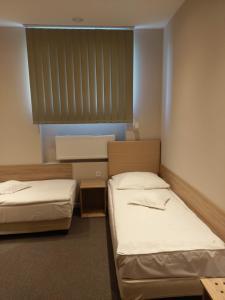 Łóżko lub łóżka w pokoju w obiekcie Hotel Astra