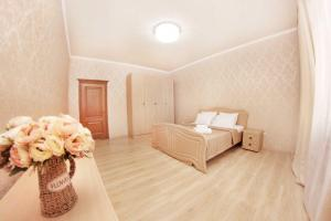 "A bed or beds in a room at Аппартаменты в ЖК ""Айгерим"" 4 этаж"
