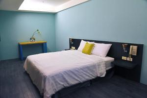 天方夜譚汽車旅館房間的床