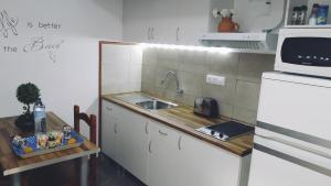 A kitchen or kitchenette at Comfy Burrero Beach Apartment Near Airport/ Wifi&Parking
