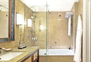 حمام في فندق كمبنسكي بربروس بي بودروم