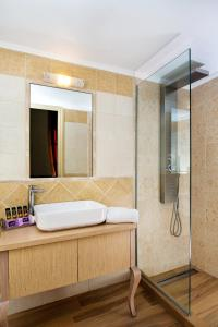 A bathroom at Halepa Hotel