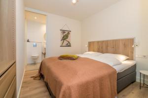 A bed or beds in a room at De Herberg Appartementen