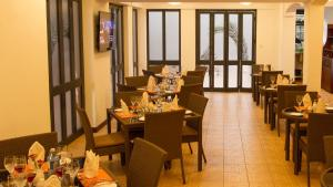 A restaurant or other place to eat at Heri Heights Serviced Apartments by Trianum