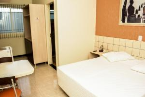A bed or beds in a room at Hotel Das Pedras