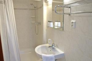 A bathroom at Pension Nataliya