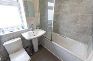 A bathroom at Vale House