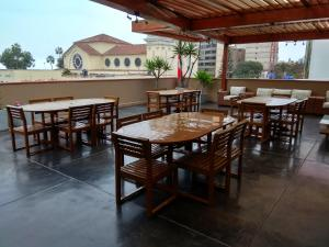 A restaurant or other place to eat at Lima Wasi Hotel Miraflores