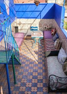 A seating area at Hostel Marrakech Rouge