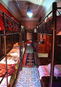 A bunk bed or bunk beds in a room at Hostel Marrakech Rouge
