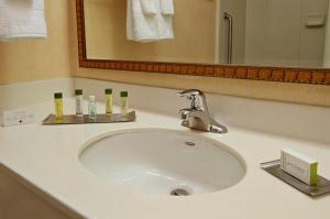 A bathroom at DoubleTree by Hilton Mahwah