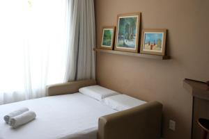 A bed or beds in a room at Porto do Sol Apartment