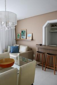 A seating area at Porto do Sol Apartment