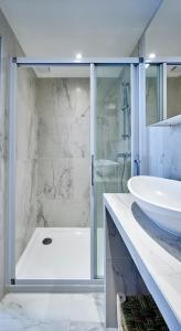 A bathroom at My Maison In Paris - Sentier