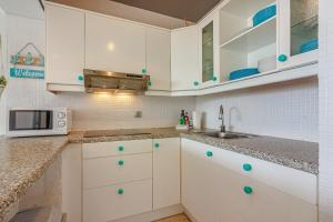 A kitchen or kitchenette at Amazing penthouse FREE WIFI