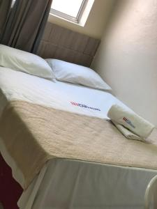 A bed or beds in a room at Hotel Carvalho 2