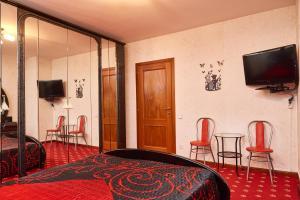 Una televisión o centro de entretenimiento en Room SAD 2