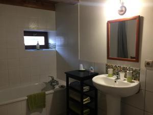 Een badkamer bij Le Moulin de Champagne