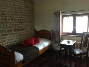 Een bed of bedden in een kamer bij Le Moulin de Champagne
